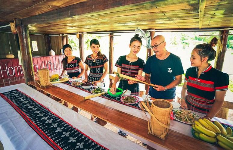Điểm du lịch cộng đồng Homestay Hồng Hạ (Thừa Thiên-Huế) thu hút du khách bởi cảnh sắc thiên tươi đẹp, văn hóa đậm đà bản sắc dân tộc