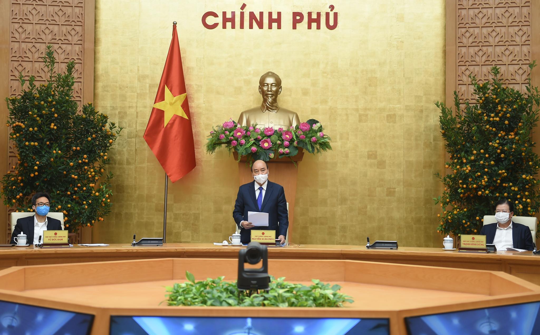 Thủ tướng Nguyễn Xuân Phúc chủ trì cuộc họp Thường trực Chính phủ bàn về tình hình Tết, triển khai các nhiệm vụ trọng tâm sau Tết và công tác phòng chống dịch COVID-19. Ảnh: VGP/Quang Hiếu