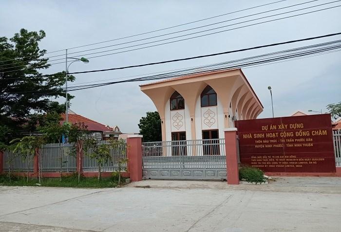 Nhà sinh hoạt công đồng Chăm tại thôn Bàu Trúc