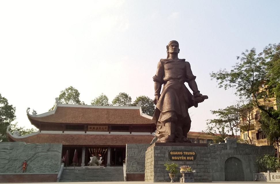 Tượng đài Hoàng đế Quang Trung - Nguyễn Huệ tại Gò Đống Đa