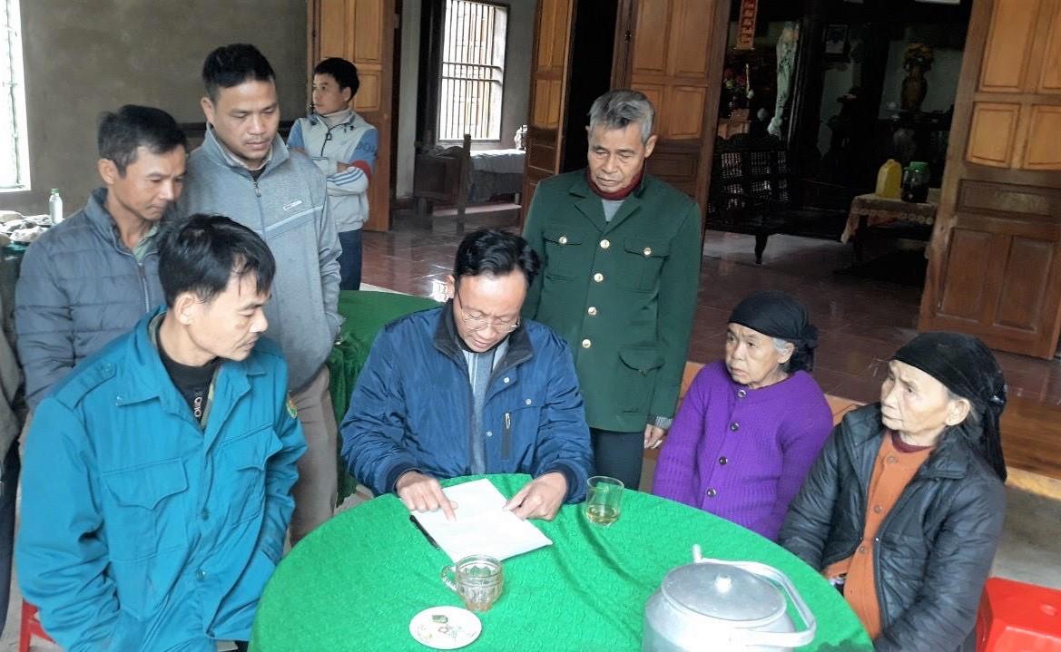 Bà con bản bản Phú Lâm cùng học tiếng Lào Thưng