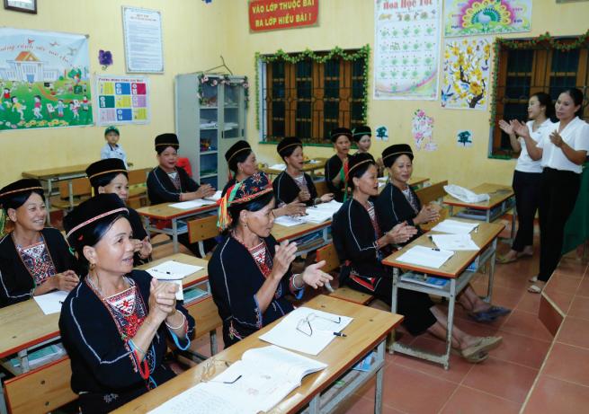 Một giờ học đánh vần của lớp học xóa mù chữ xã Minh Dân (Hàm Yên).