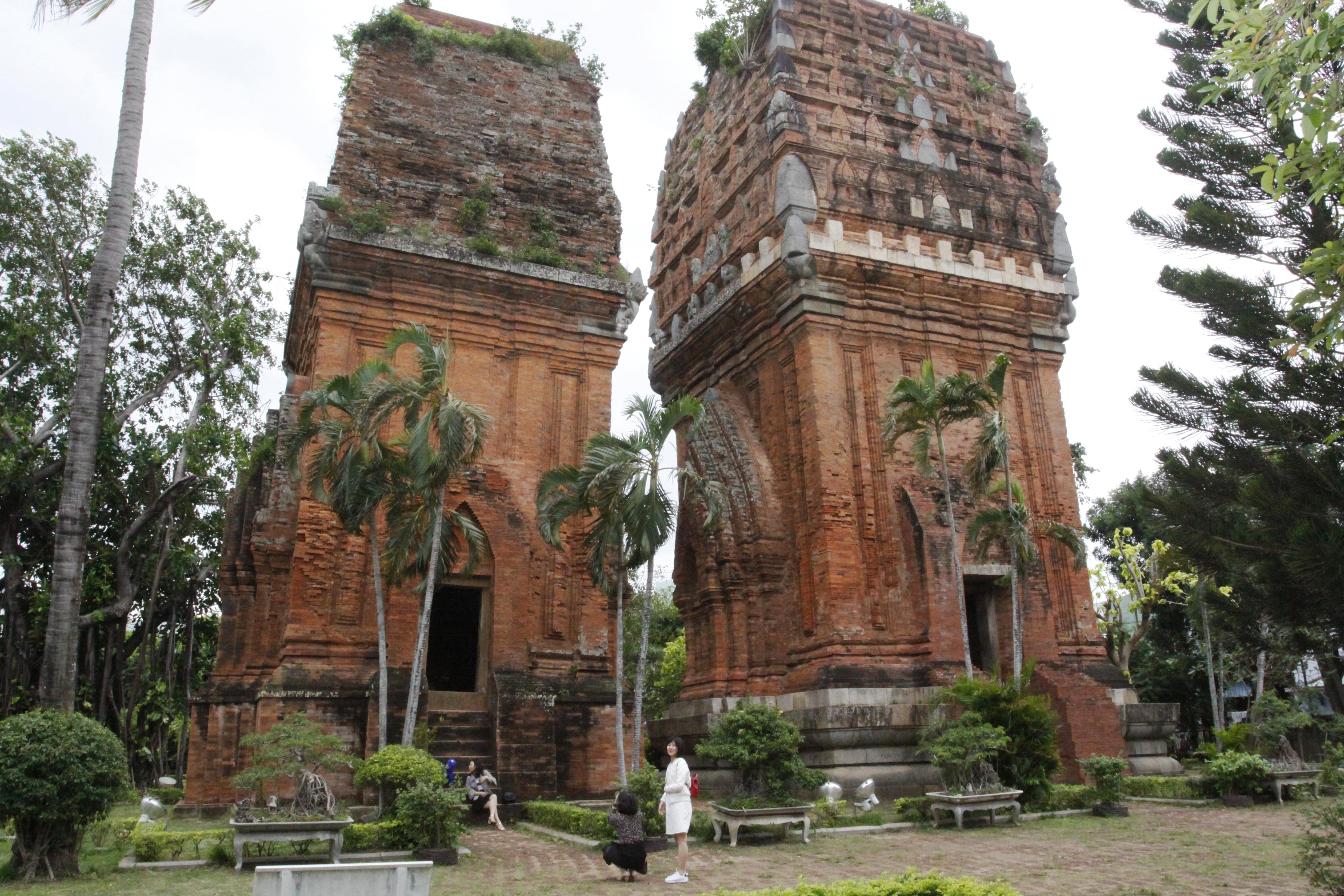 Với kiến trúc độc đáo và còn khá nguyên vẹn, Tháp Đôi (thuộc tỉnh Bình Định) được nhiều du khách chọn đến thăm quan, thưởng ngoạn có dịp đến Bình Định