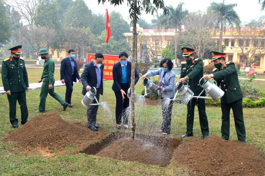 """Các đồng chí lãnh đạo Trung ương và thành phố Hà Nội trồng cây hưởng ứng Lễ phát động Tết trồng cây """"Đời đời nhớ ơn Bác Hồ"""""""