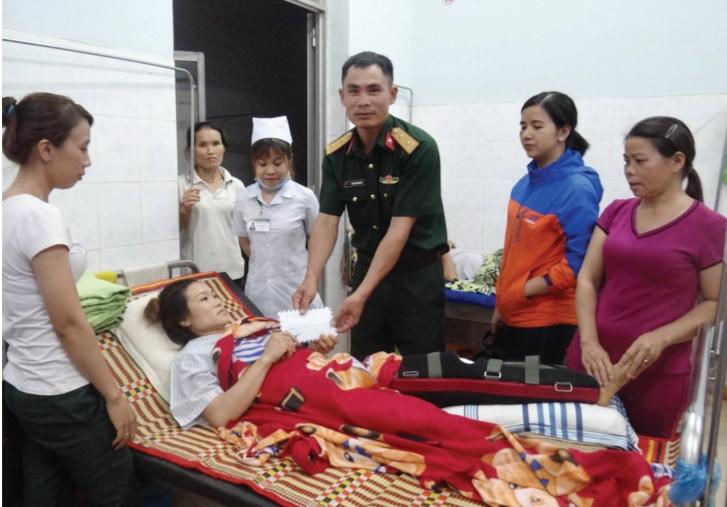 Trung úy Nguyễn Trung Hải kịp thời giúp đỡ bệnh nhân nghèo chi phí chữa bệnh