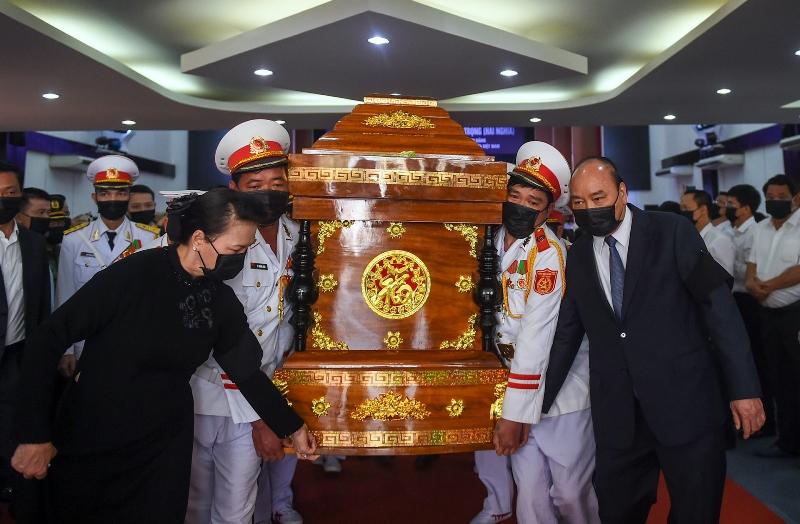 Thủ tướng Nguyễn Xuân Phúc, Chủ tịch Quốc hội Nguyễn Thị Kim Ngân di quan đồng chí Trương Vĩnh Trọng.