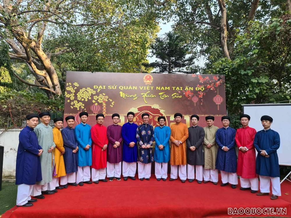 Tết cộng đồng cũng là niềm mong mỏi của tất cả các đồng bào Việt Nam xa quê hương không có dịp về đoàn tụ cùng với gia đình.