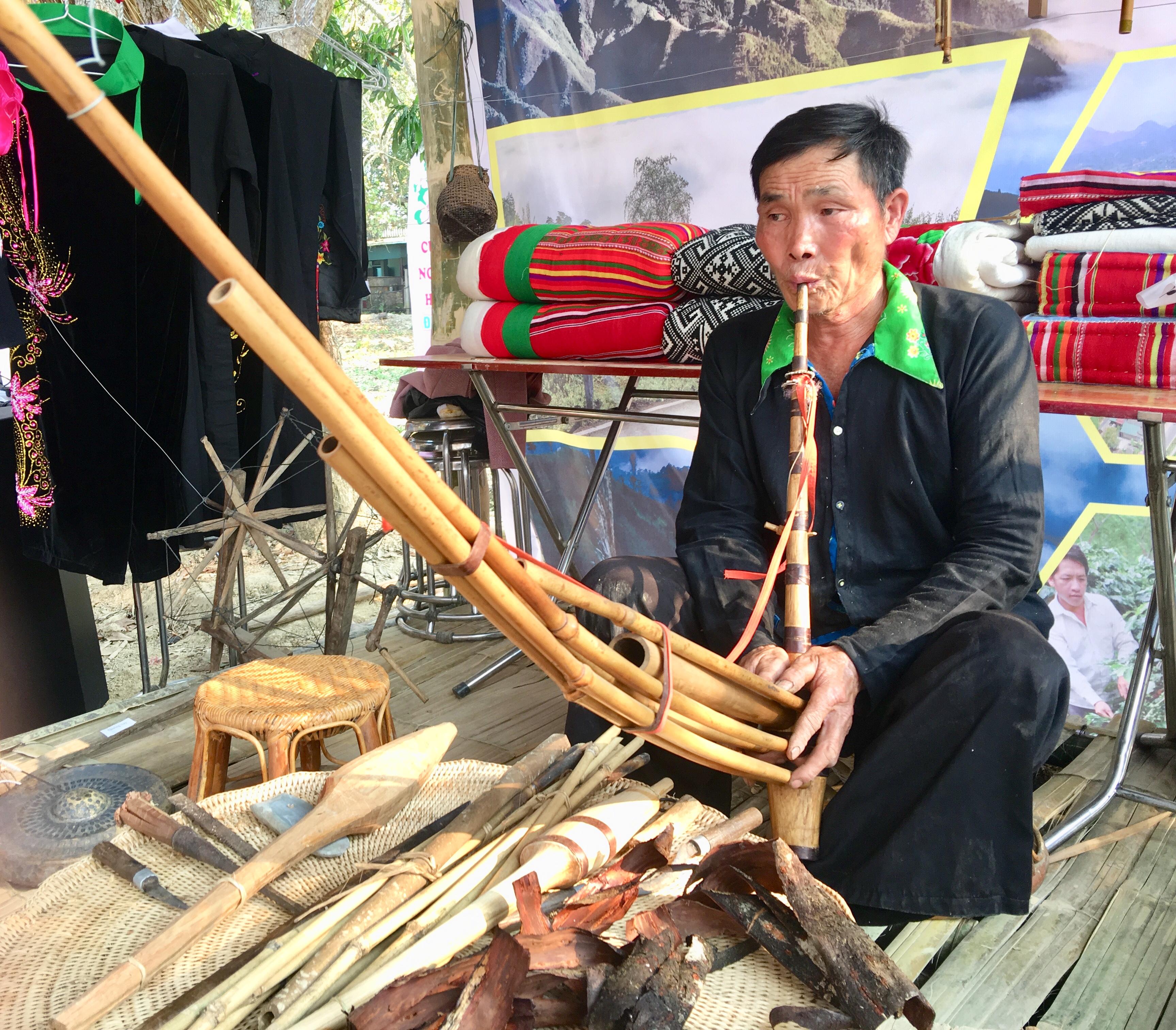 Cây khèn có vai trò đặc biệt trong đời sống tinh thần và tâm linh của người Mông.