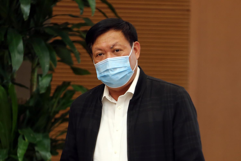 Thứ trưởng Bộ Y tế Đỗ Xuân Tuyên trả lời về kế hoạch tiêm chủng vaccine ngừa COVID-19 từ nguồn hỗ trợ của Giải pháp tiếp cận vaccine phòng COVID-19 toàn cầu (COVAX Facility) dành cho Việt Nam. Ảnh: VGP/Đình Nam