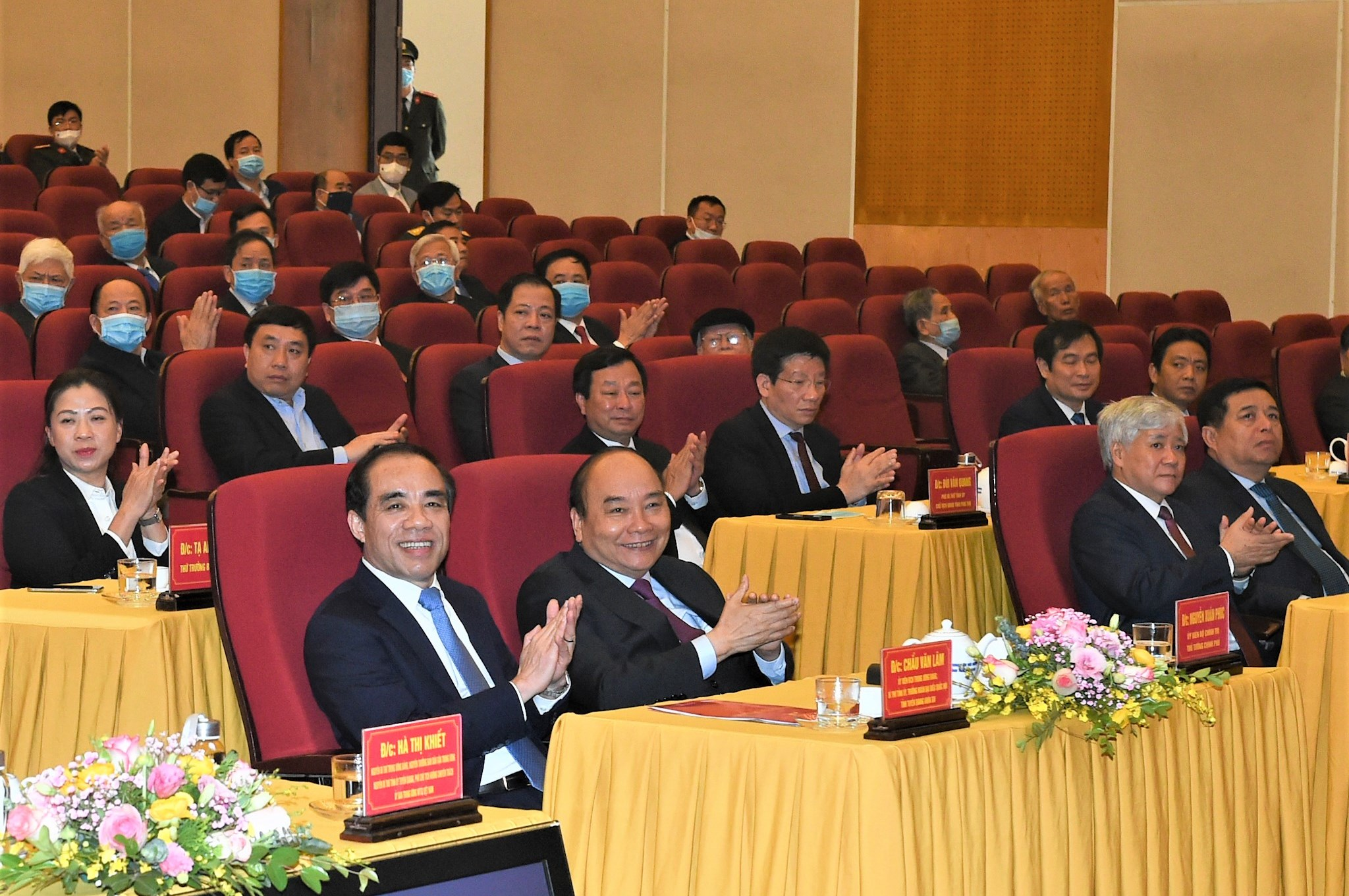Các đại biểu dự lễ công bố Quyết định công nhận thành phố Tuyên Quang là đô thị loại II trực thuộc tỉnh Tuyên Quang. Ảnh VGP/Quang Hiếu