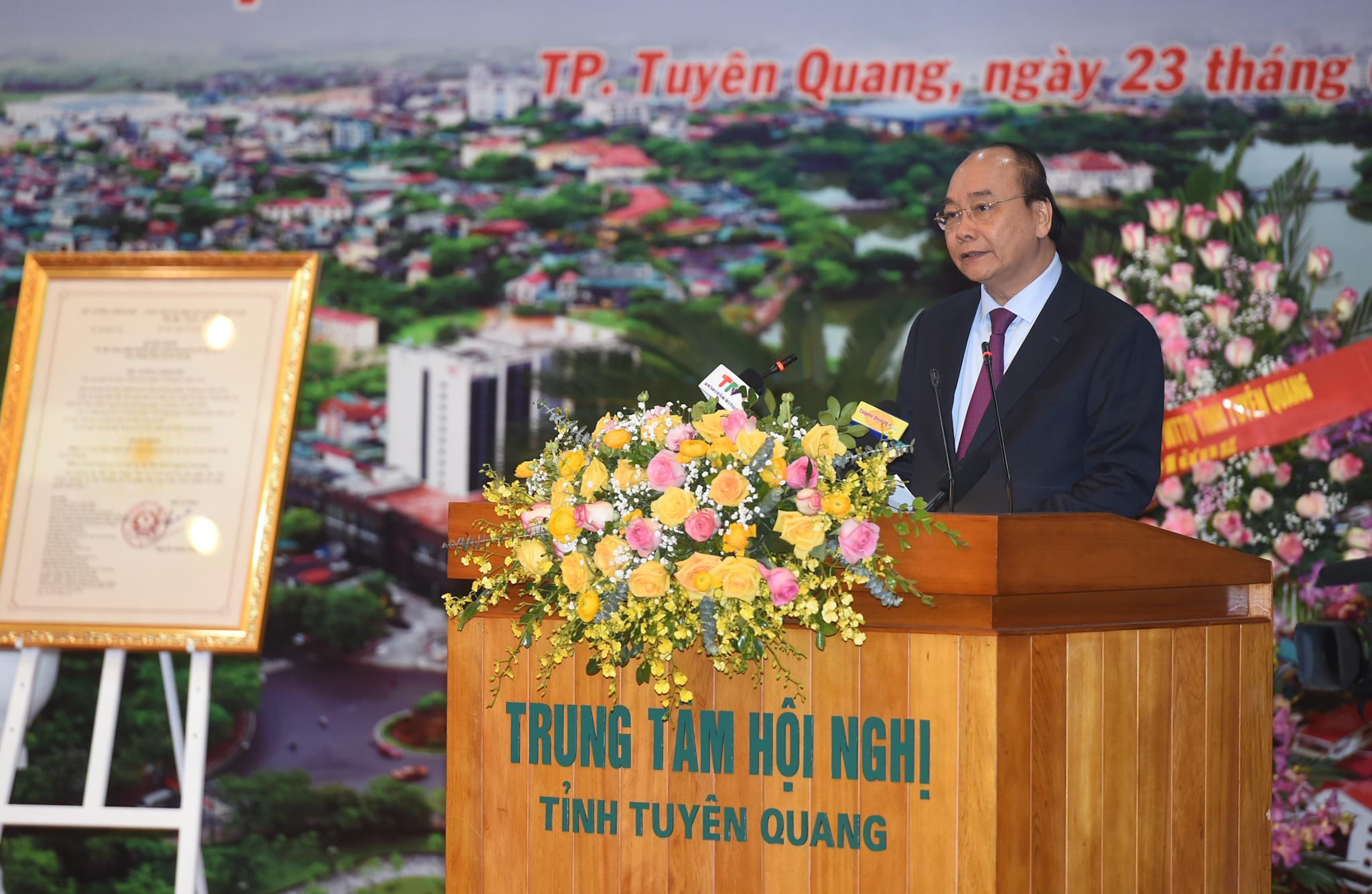 Thủ tướng hoan nghênh Tuyên Quang vào việc ngay từ ngày đầu, tháng đầu. Ảnh VGP/Quang Hiếu