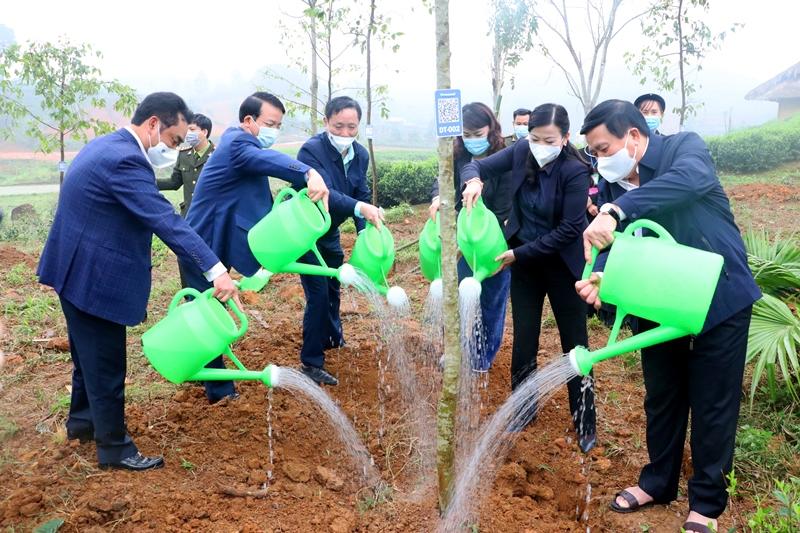 Đồng chí Nguyễn Xuân Thắng và lãnh đạo tỉnh Thái Nguyên phát động Tết trồng cây Xuân Tân Sửu 2021
