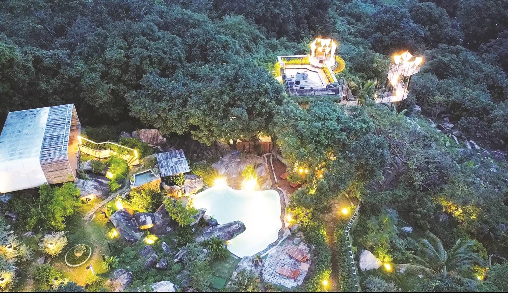 Toàn cảnh Long Hill Resort & Spa nhìn từ trên cao.