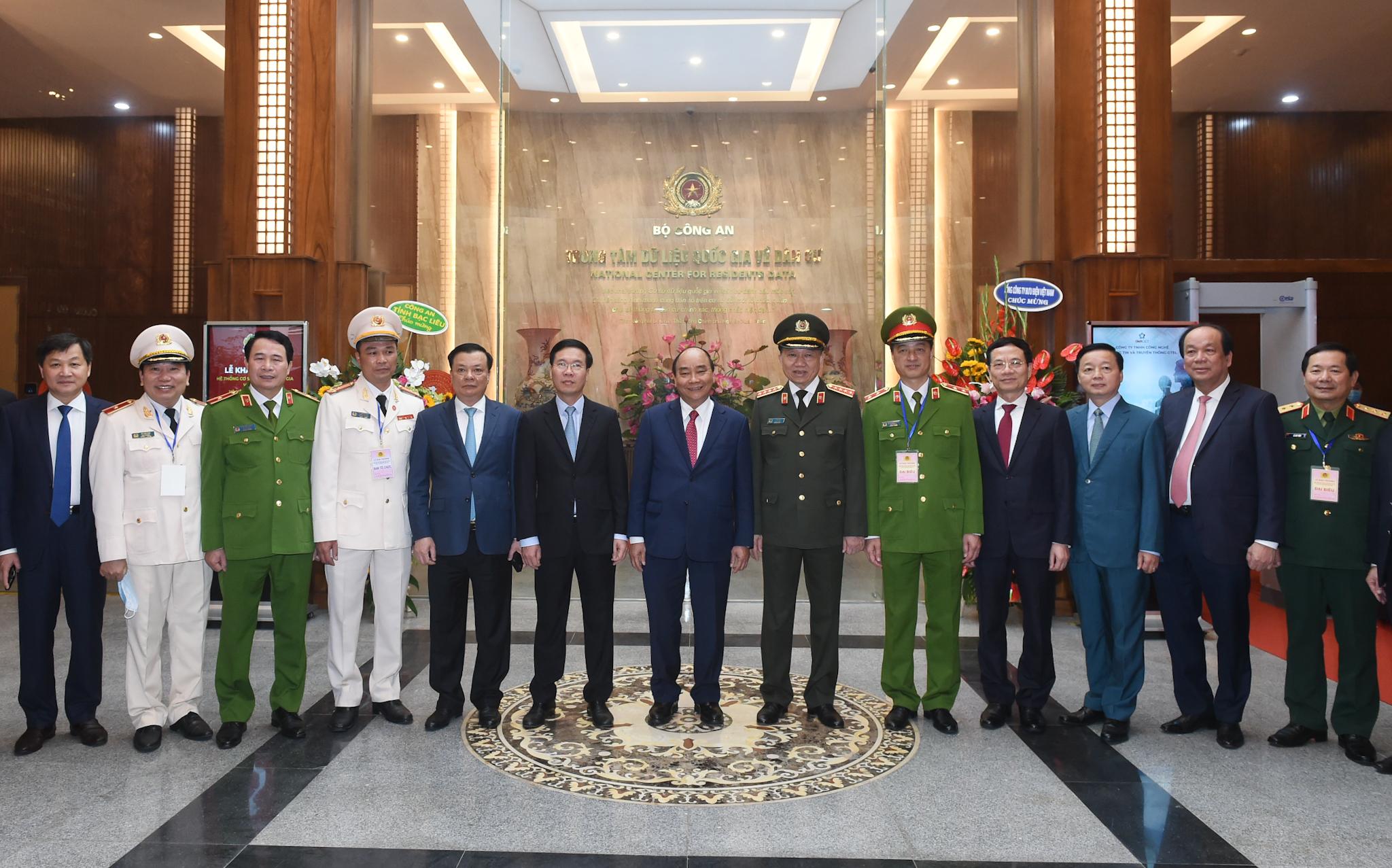 Thủ tướng cùng các đại biểu tới dự buổi lễ. Ảnh VGP/Quang Hiếu