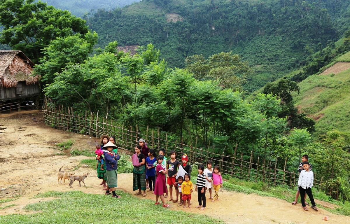 Phụ nữ và trẻ em ở bản Dộ - Tà Vờng