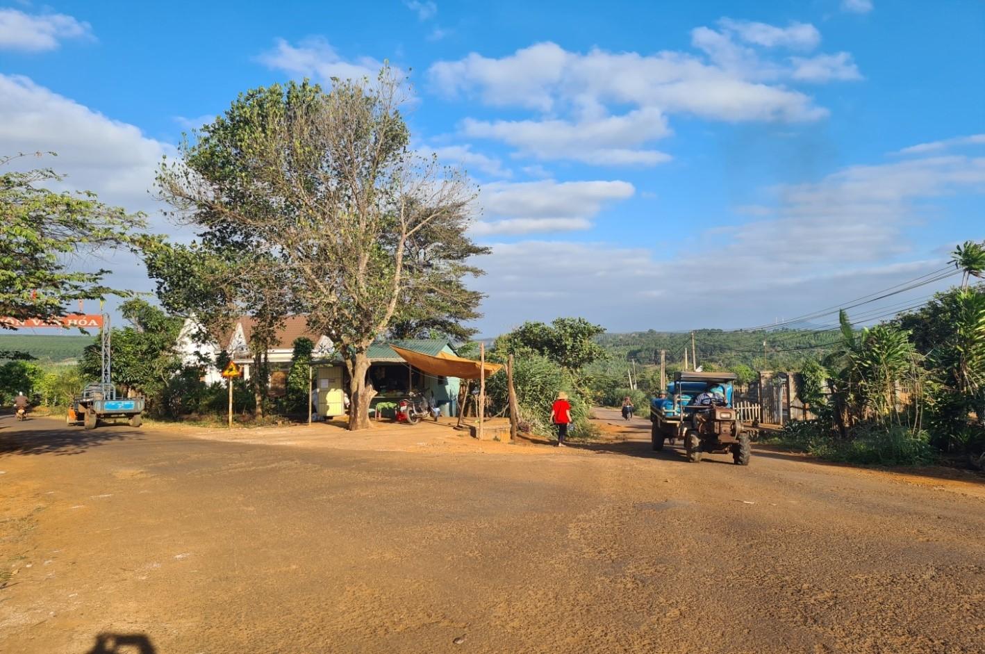 Các trục đường của buôn được đầu tư xây dựng khang trang, sạch đẹp.