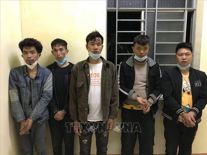 5 đối tượng người Trung Quốc bị Đồn Biên phòng Long Khốt (huyện Vĩnh Hưng, tỉnh Long An), bắt giữ.