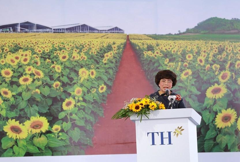 Bà Thái Hương, Chủ tịch Hội đồng Chiến lược Tập đoàn TH chia sẻ thông tin dự án tại lễ khởi công