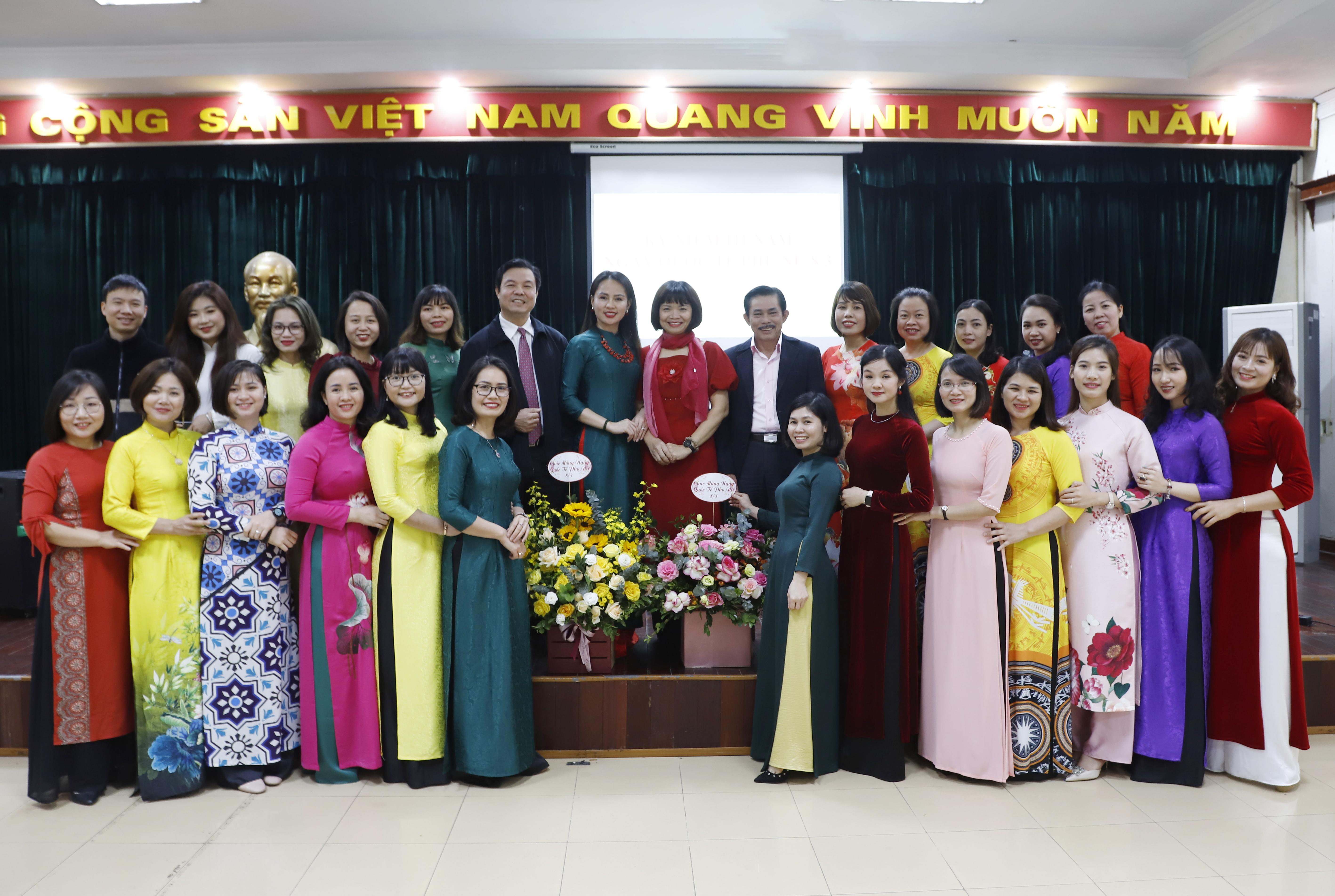 Báo Dân tộc và Phát triển gặp mặt nữ cán bộ, viên chức và người lao động nhân ngày 8/3 2