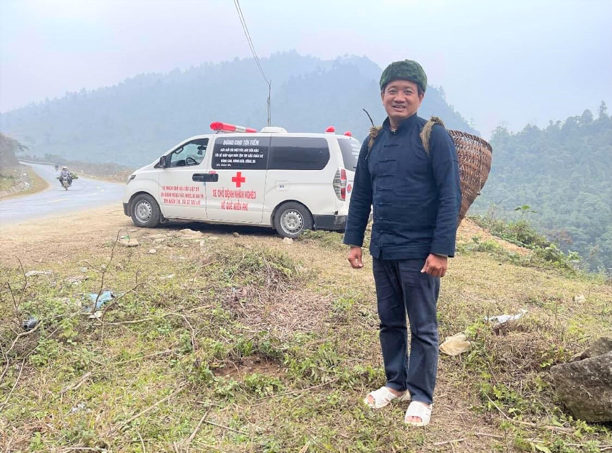 Phút ngấu hứng của ông Đoàn Ngọc Hải trong một chuyến đi từ thiện ở Hà Giang