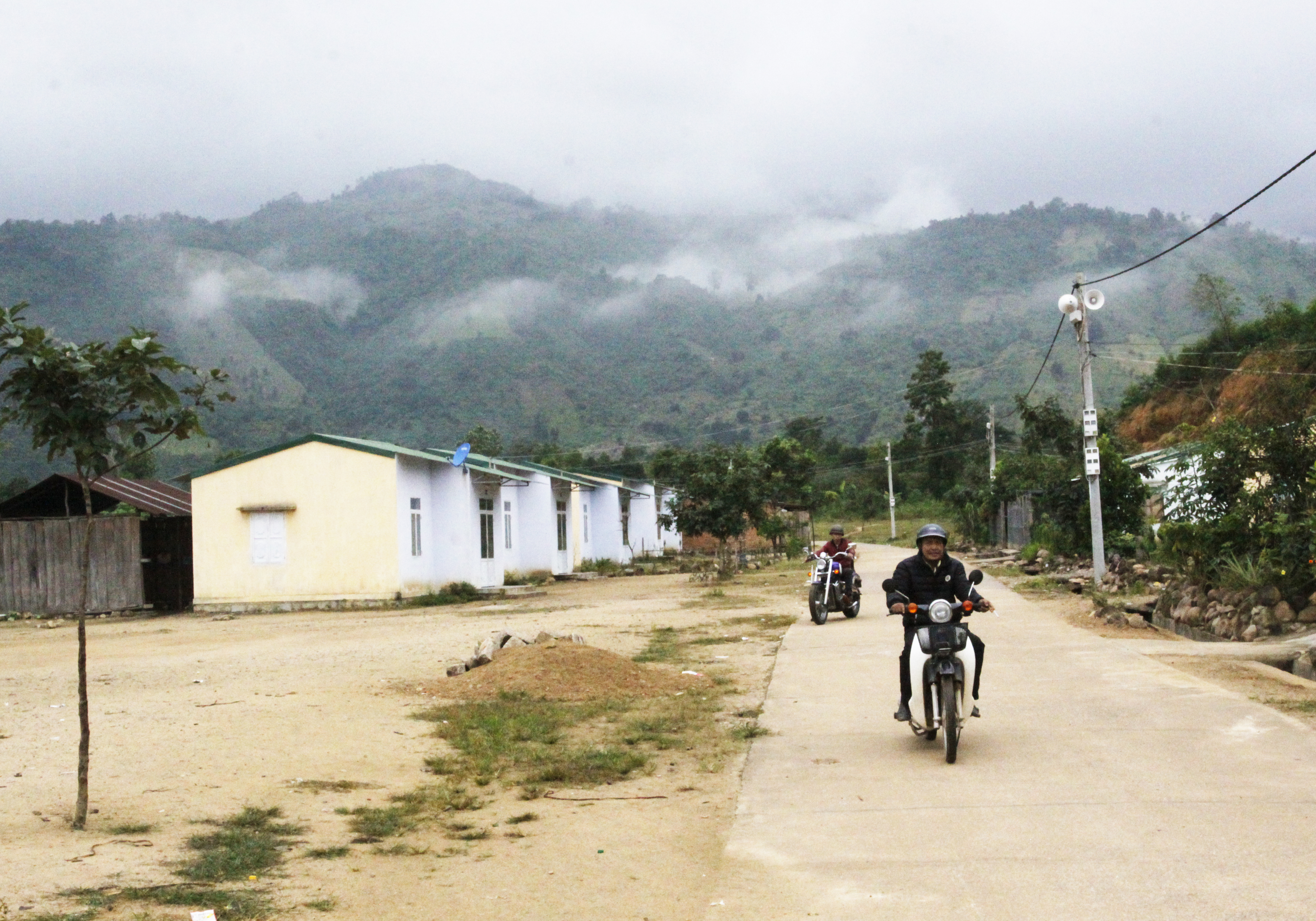 Thực hiện Chương trình giảm nghèo đã góp phần hoàn thiện cơ sở hạ tầng cho vùng khó khăn ở Khánh Hòa. Tuy nhiên, các địa phương cần tăng cường công tác kiểm tra, giám sát thực hiện