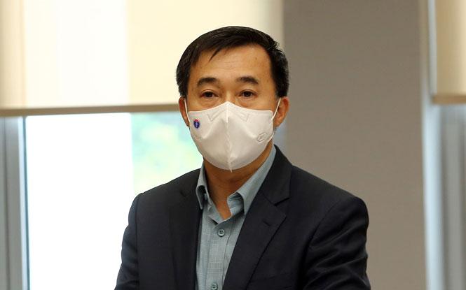 Thứ trưởng Bộ Y tế Trần Văn Thuấn phát biểu tại cuộc họp. Ảnh: VGP/Đình Nam