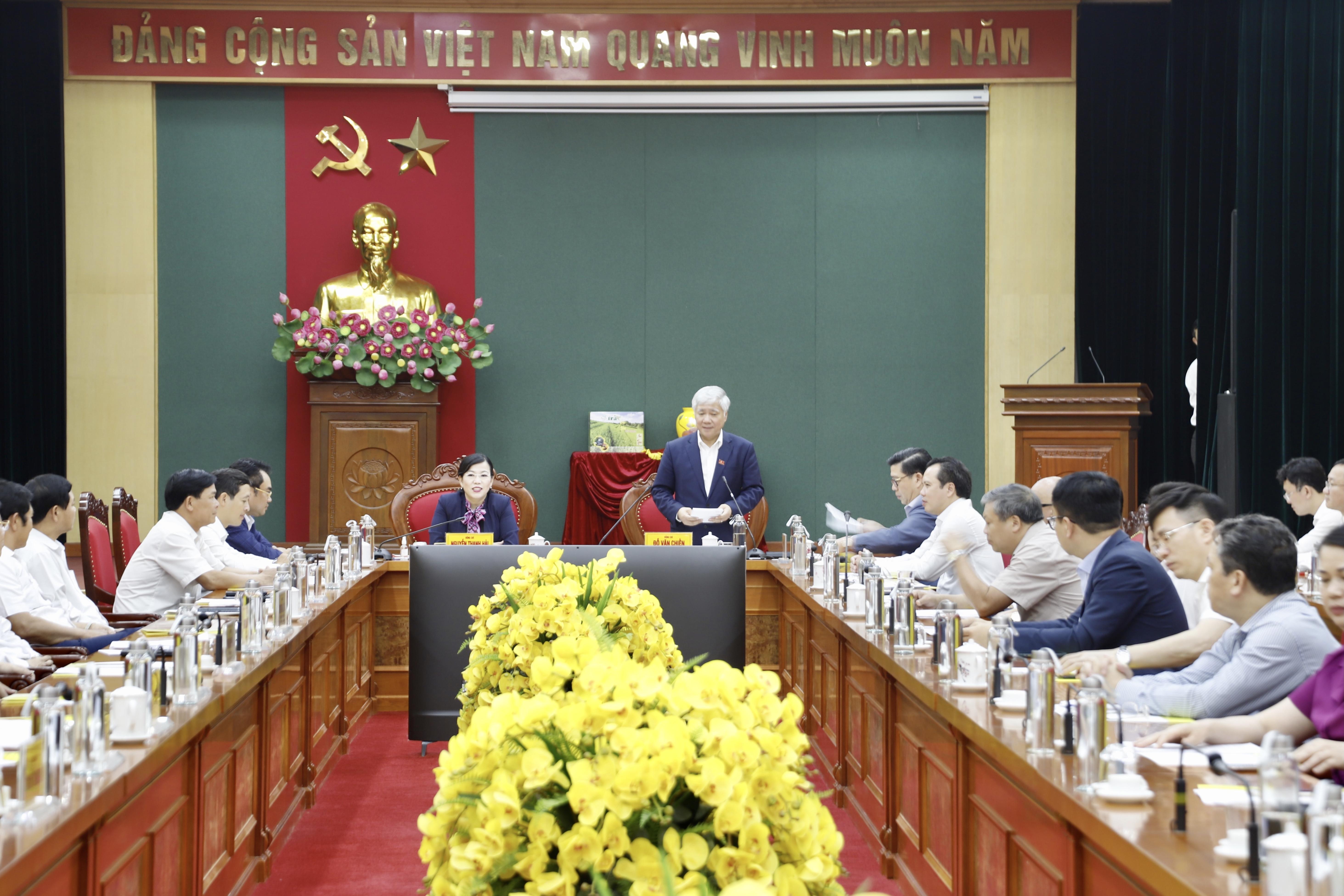 Bí thư Trung ương Đảng, Bộ trưởng, Chủ nhiệm UBDT Đỗ Văn Chiến phát biểu tại buổi làm việc