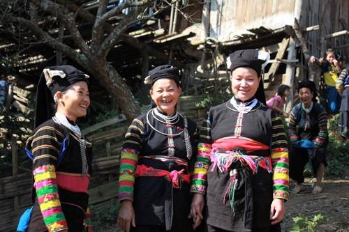 Đồng bào Lô Lô ở Cao Bằng bảo tồn khá nguyên vẹn trang phục truyền thống của dân tộc mình. (Ảnh TL)