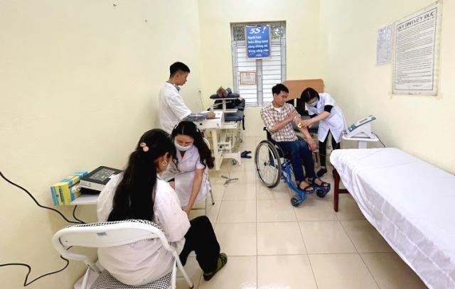 Những người khuyết tật đầu tiên được tiếp cận trang thiết bị y tế hiện đại từ sự hỗ trợ của UNDP và Chính phủ Nhật Bản.