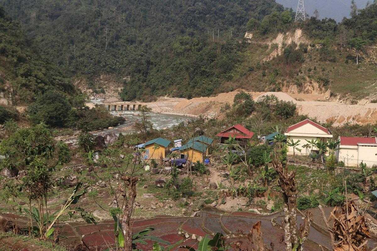 Bản Nậm Củm, thuộc xã Bum Nưa, nơi sinh sống của 39 hộ đồng bào dân tộc Mảng sẽ ra sao nếu xảy ra lũ ống, lũ quét trên dòng suối Nậm Sì Lường?