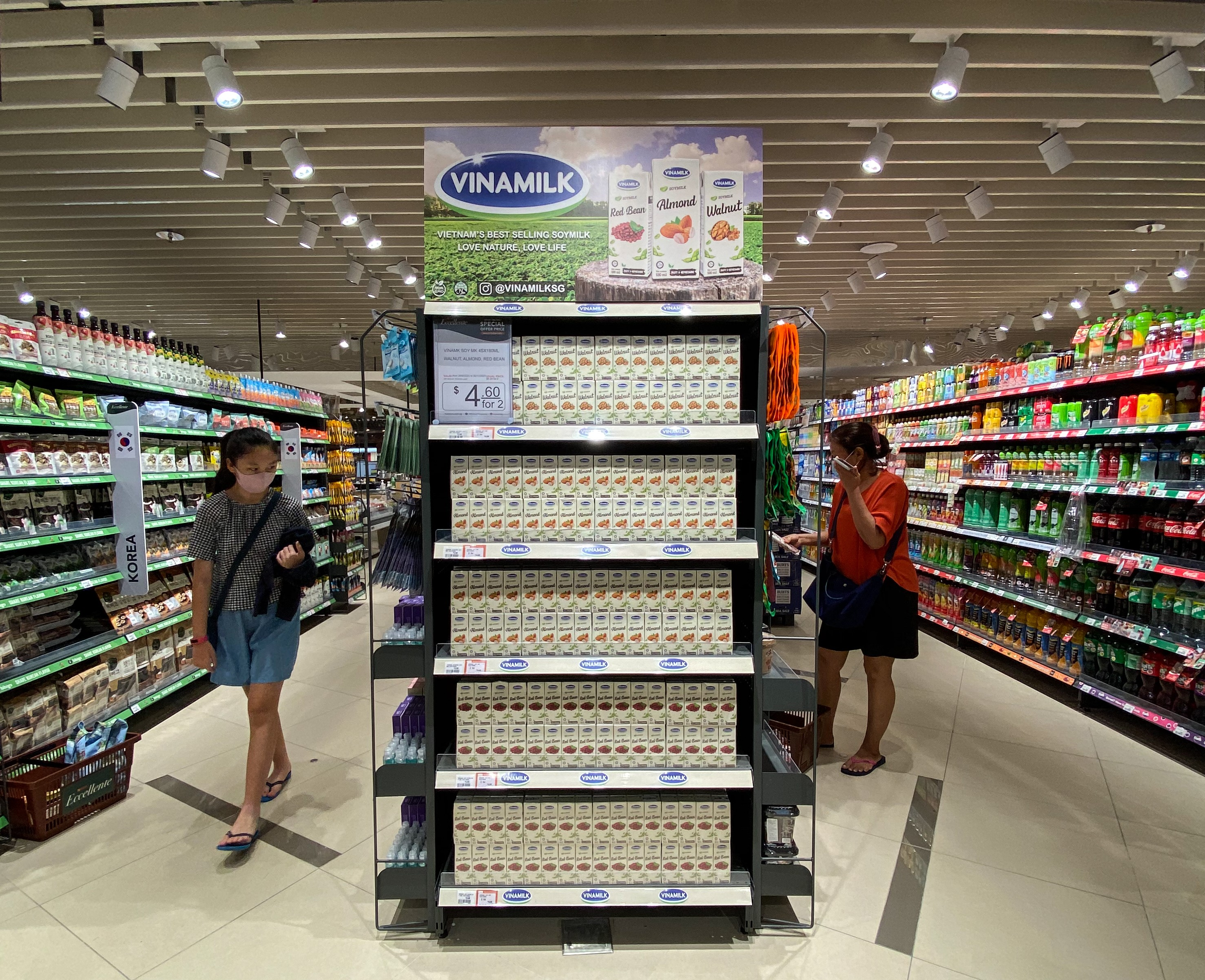 Các sản phẩm sữa hạt của Vinamilk đã lên kệ các siêu thị tại Singapore từ năm 2020