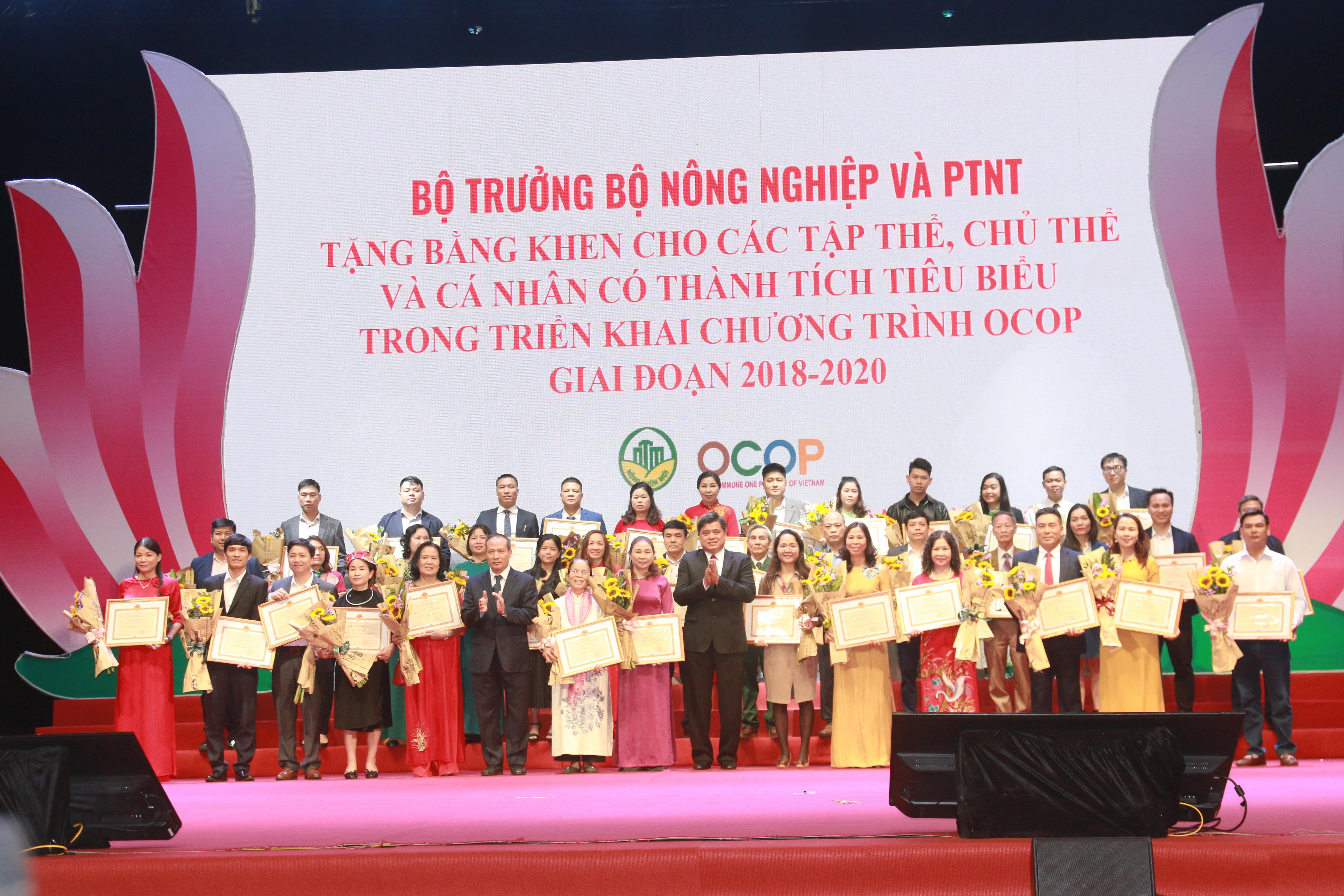Các tập thể, cá nhân được nhận Bằng khen của Bộ trưởng Bộ Nông nghiệp và Phát triển nông thôn