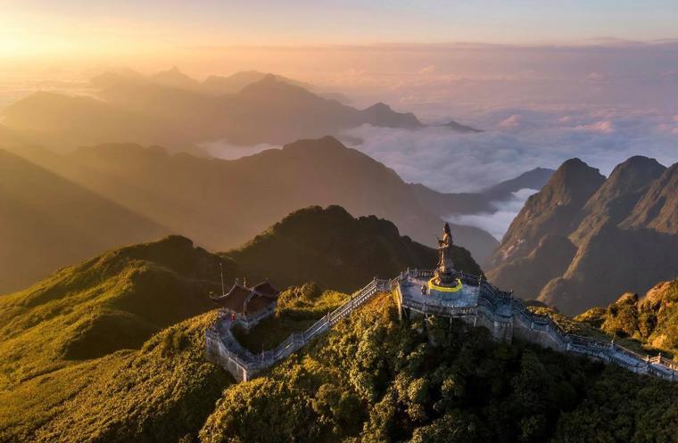 """Tác phẩm """"Ngày mới trên đỉnh Phanxipang"""" - Nguyên Phước Hoài"""