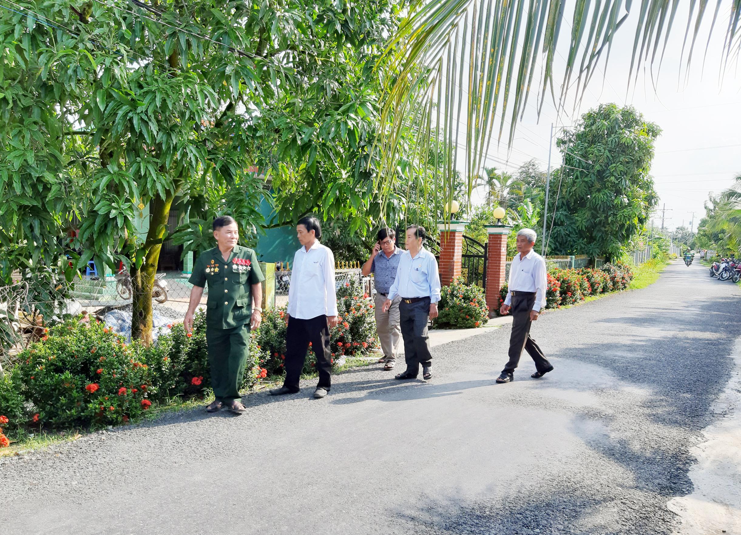 Tuyến đường sáng - xanh - sạch - đẹp do Chi hội CCB ấp Bào Môn, xã Hòa An (huyện Phụng Hiệp) tự quản