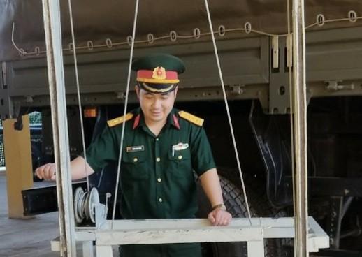 Đại úy Trịnh Ngọc Hùng có nhiều sáng kiến kỹ thuật trong cải tiến, bảo dưỡng xe ô tô quân sự
