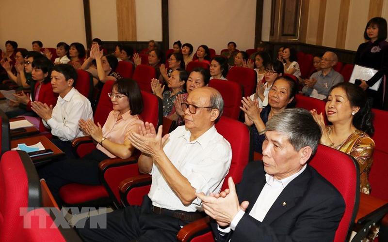 Cử tri Tổ dân phố số 8 phường Nguyễn Du dự Hội nghị lấy ý kiến nhận xét và tín nhiệm cử tri nơi cư trú đối với người ứng cử đại biểu Quốc hội khóa XV. (Ảnh: TTXVN)