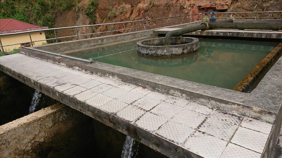 Giá nước của nhà máy bán cho người dân chỉ 5.000 đồng/khối nhưng do công suất nhỏ nên không đủ cung cấp cho toàn huyện.