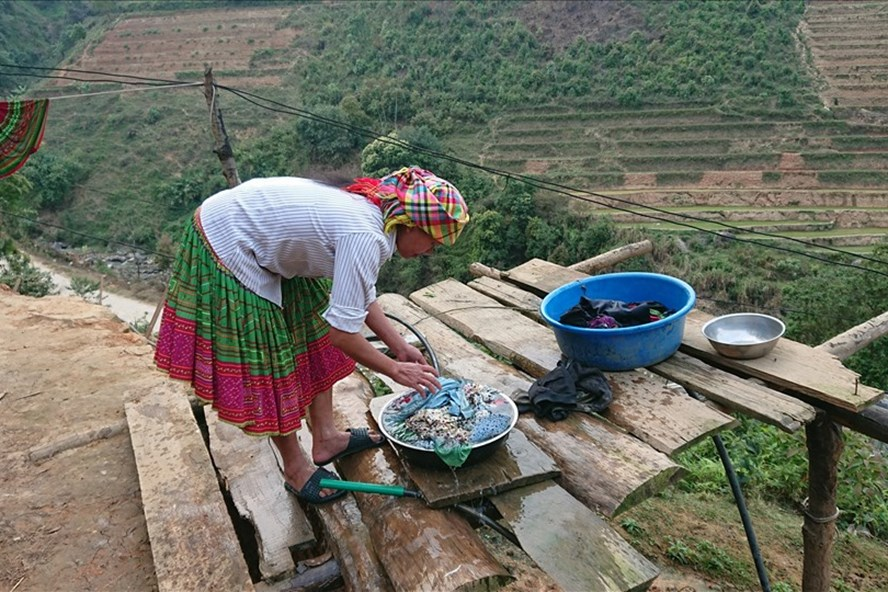 Người dân khao khát đủ nước sạch để sinh hoạt hàng ngày.