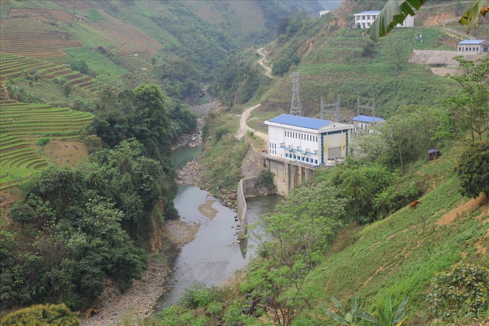 Các thủy điện nhỏ và vừa được mọc lên như nấm trên các dòng suối lớn trên địa bàn huyện.