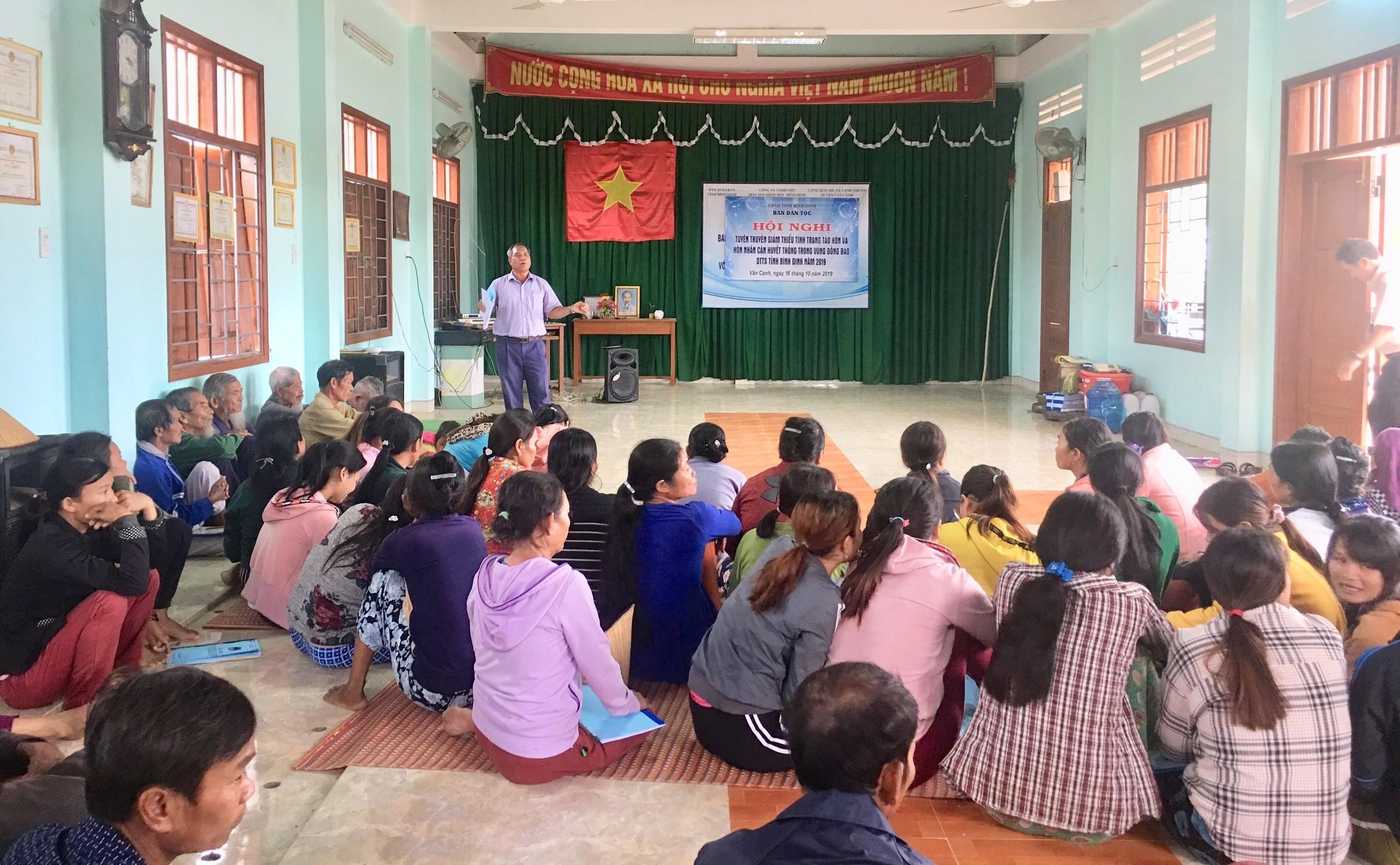 Ban Dân tộc tỉnh Bình Định tổ chức tuyên truyền về giảm thiểu tảo hôn và hôn nhân cận huyết thống tại các làng đồng bào DTTS