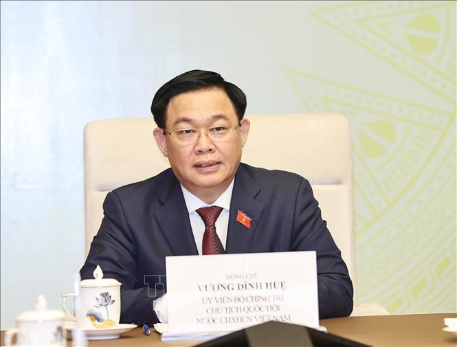 Chủ tịch Quốc hội Vương Đình Huệ điện đàm với Chủ tịch Quốc hội Lào Saysomphone Phomvihane. Ảnh: Trọng Đức/TTXVN