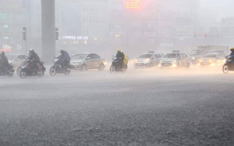 Chiều tối và đêm 3/4, ở khu vực vùng núi Bắc Bộ có mưa dông cục bộ. Ảnh minh họa: Lê Phú/Báo Tin tức