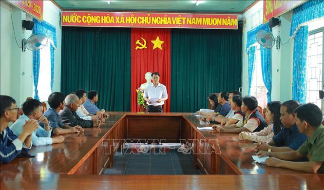 Cán bộ Ủy ban bầu cử huyện Ia Grai (Gia Lai) tăng cường tiếp xúc cử tri, tuyên truyền thông tin sâu rộng cuộc bầu cử đến đồng bào vùng dân tộc thiểu số, vùng sâu, vùng xa.