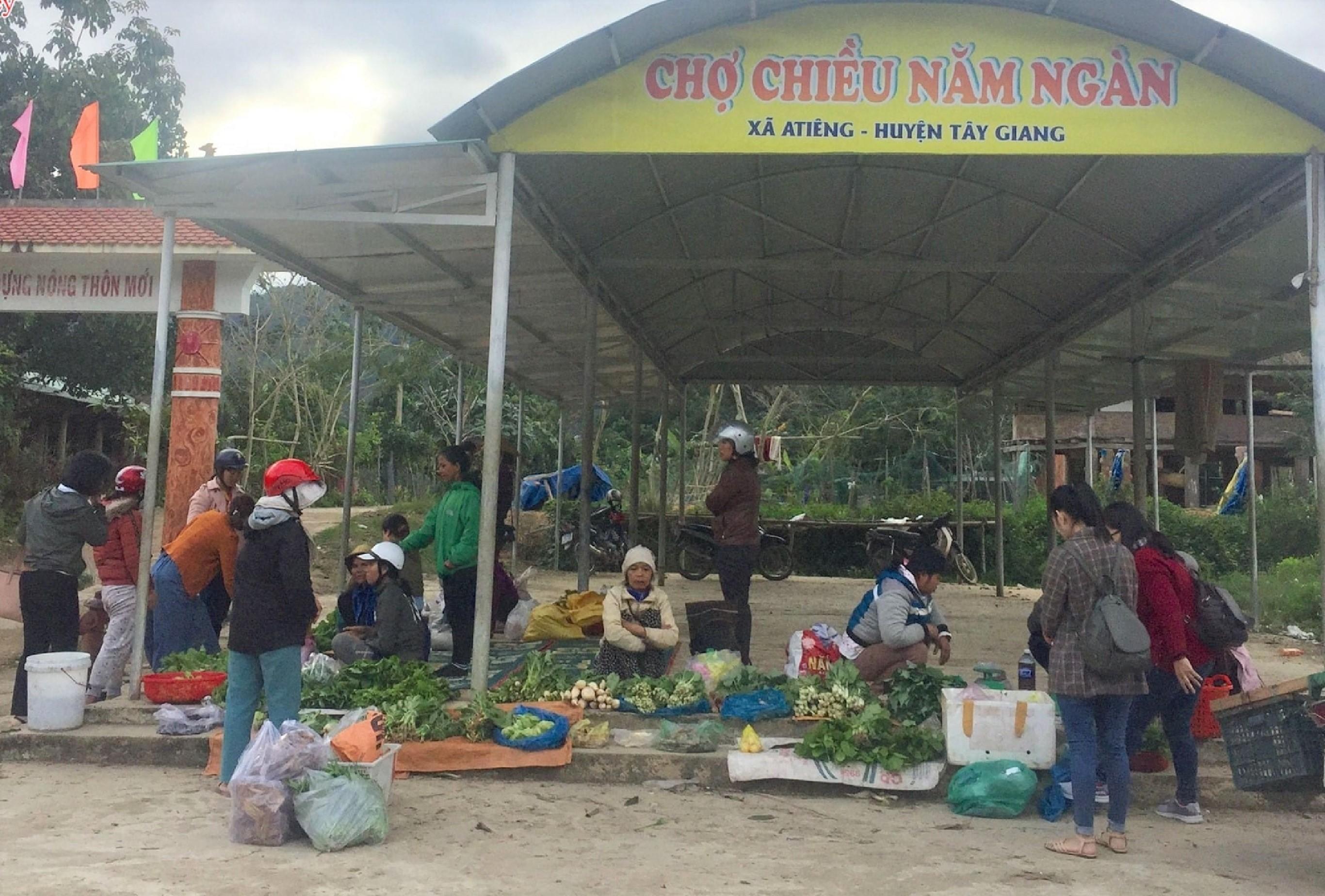 """""""Chợ chiều năm ngàn"""" chỉ có ở huyện Tây Giang, Quảng Nam."""