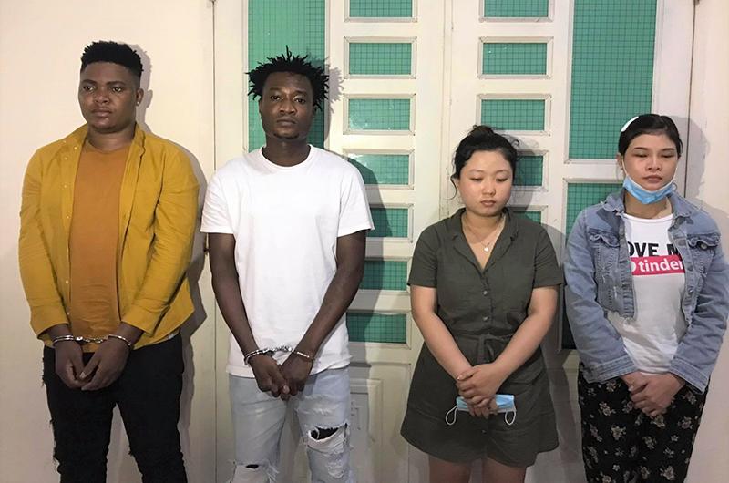 Bốn trong sáu đối tượng bị bắt giữ.