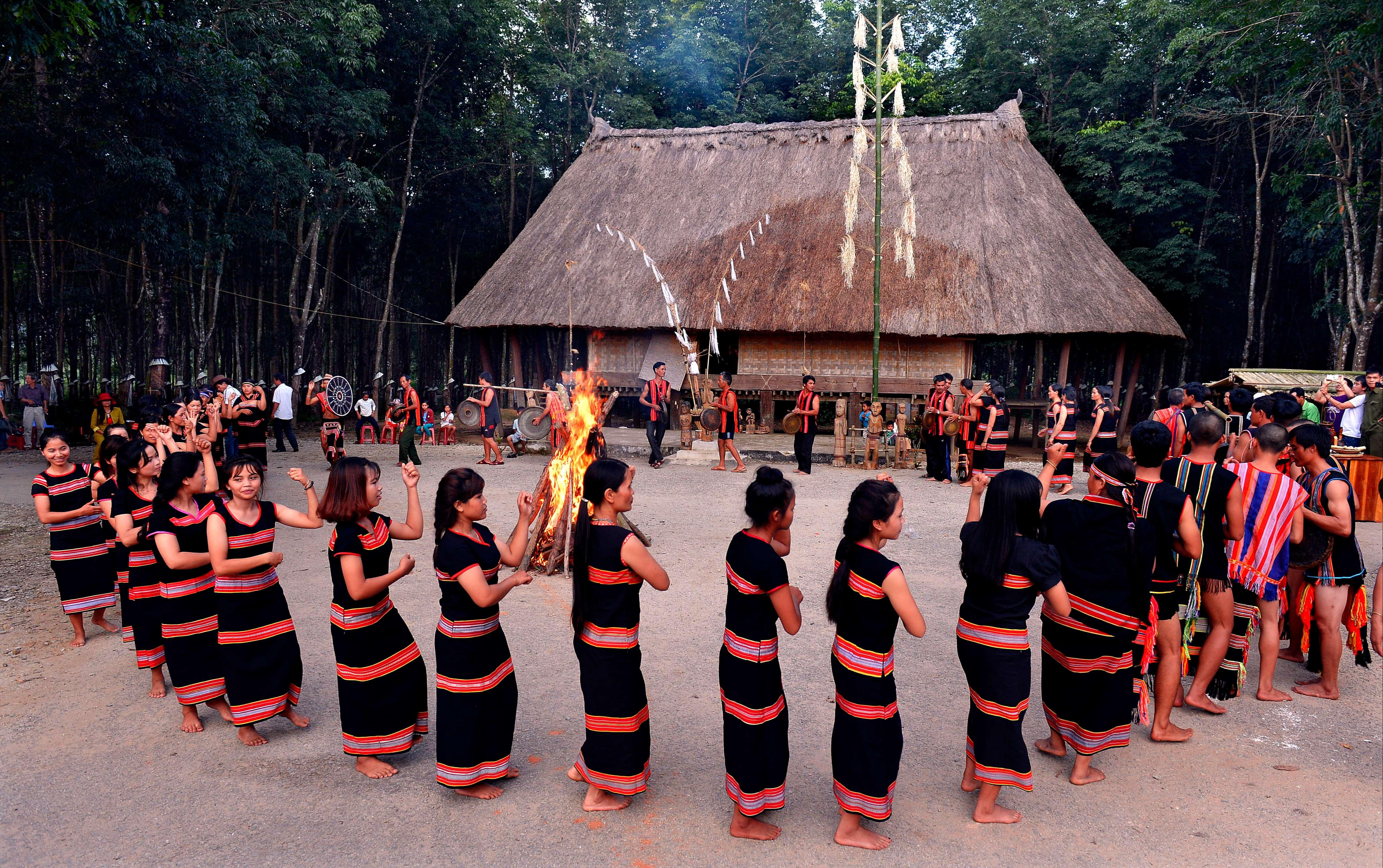 Tổ chức các sự kiện văn hóa ở nhà rông Đăk Răng. Ảnh: Quang Vinh