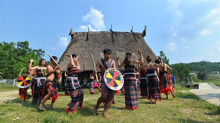 Lễ hội truyền thống của đồng bào dân tộc Cơ Tu. Ảnh: internet