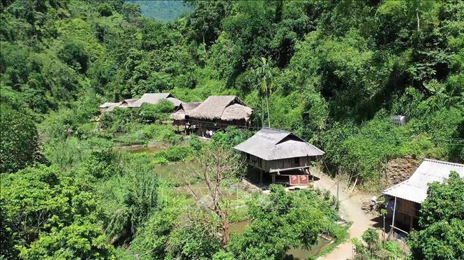 Một khu dân cư huyện Bá Thước làm phát triển du lịch. Ảnh: Nguyễn Nam/TTXVN