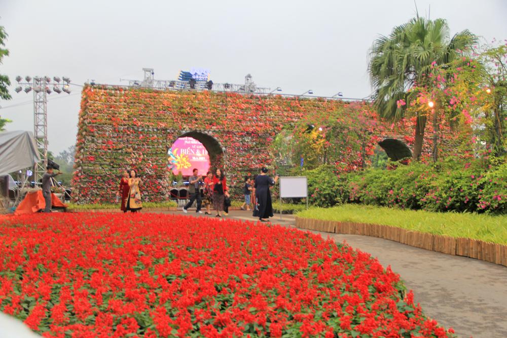 Những con đường hoa rực rỡ sắc màu
