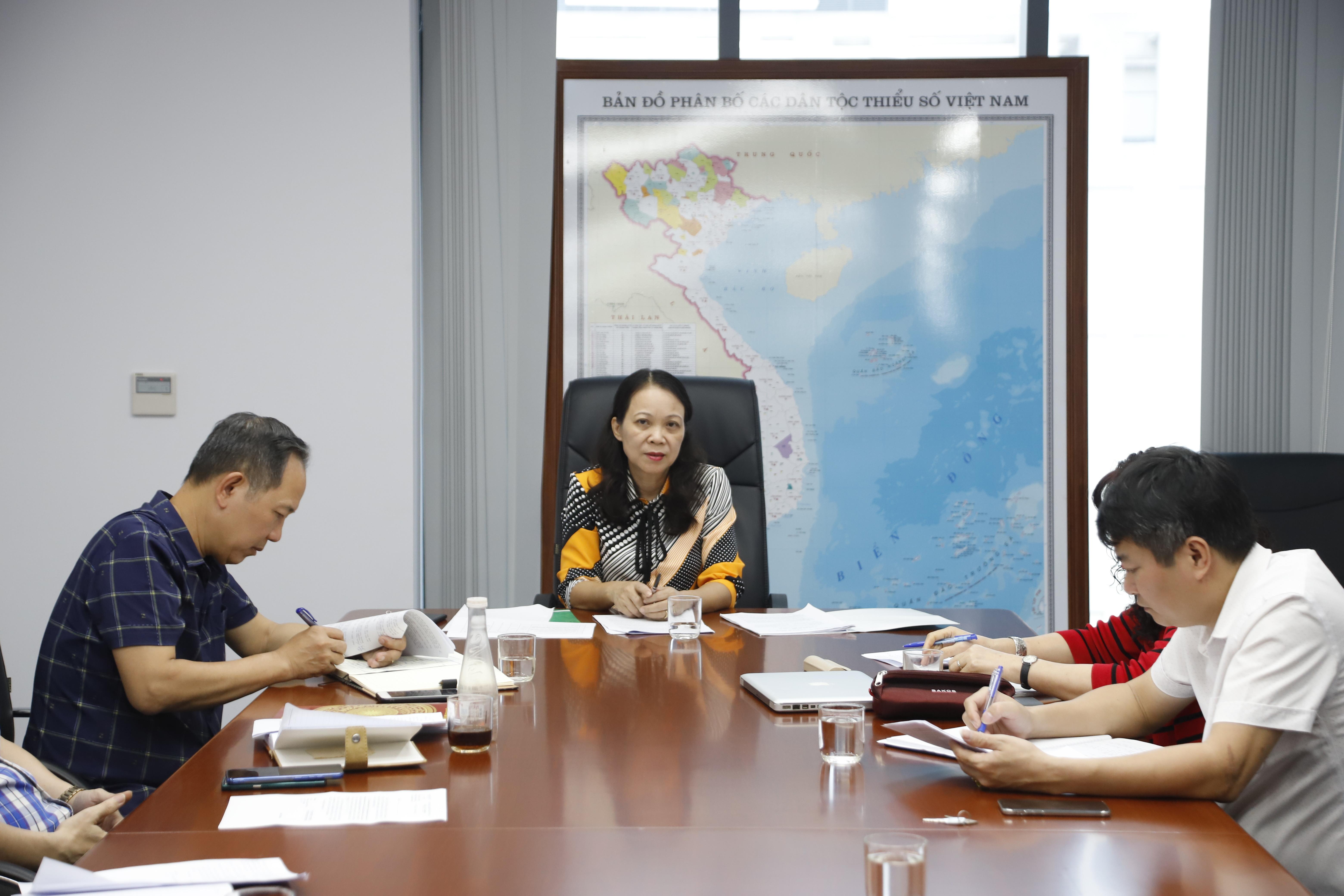 Thứ trưởng, Phó Chủ nhiệm Hoàng Thị Hạnh chủ trì buổi làm việc